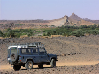 The Fourth Cataract on the Nile, seen with the 1998 Landrover Defender 110 belonging to the Sudan Archaeological Research Society, c.2015. Photo from Sudan Studies No. 53 p.59. Credit: Derek Welsby.